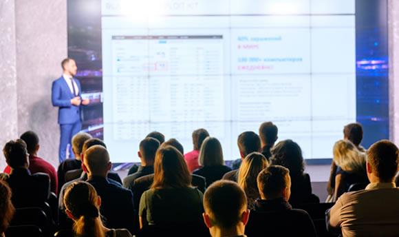 participación en talleres y seminarios